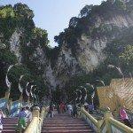 Meniti Anak Tangga ke Batu Caves